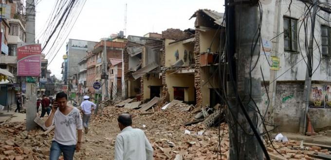 des immeubles se sont effondres a lalitpur